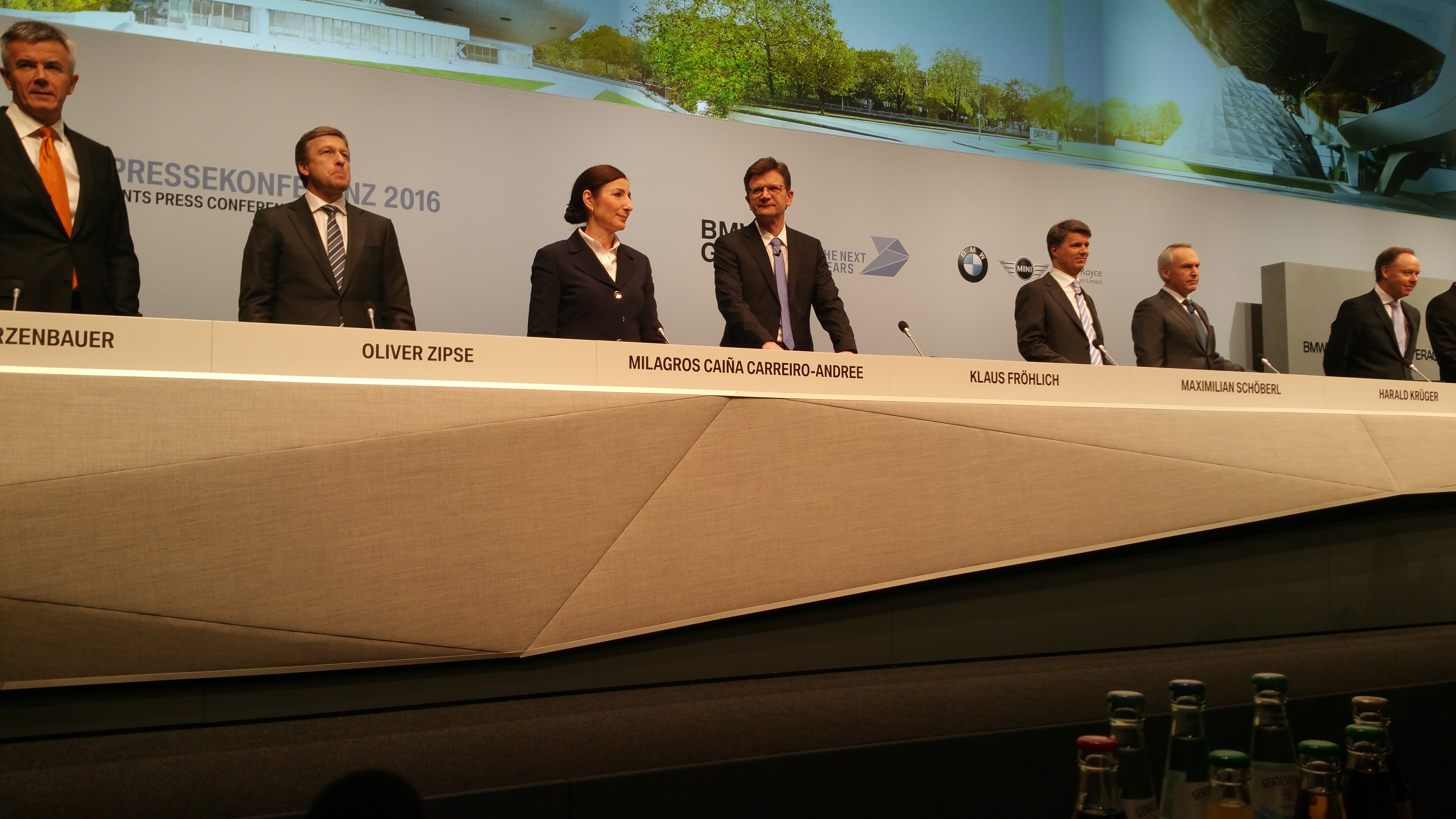 BMW Vorstand - Sekunden vor Eröffnung der Pressekonferenz